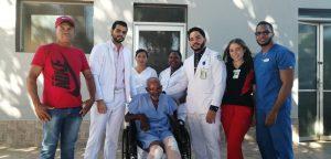 Hospital Presidente Estrella Ureña realiza labor social a persona envejeciente.